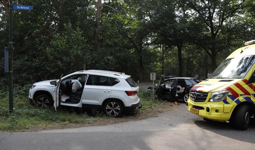 De bestuurder van de zwarte auto raakte licht gewond.