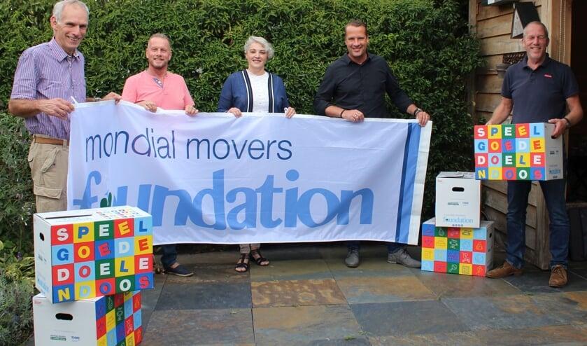 Het team van de Foundation, van links naar rechts: Ron van Zeggeren (algemeen bestuurslid), Jos van den Boogert (vrijwillig adviseur), Monique Baldussi (penningmeester), Jan Wouter Vlot (secretaris) en Marcel de Waal (voorzitter).
