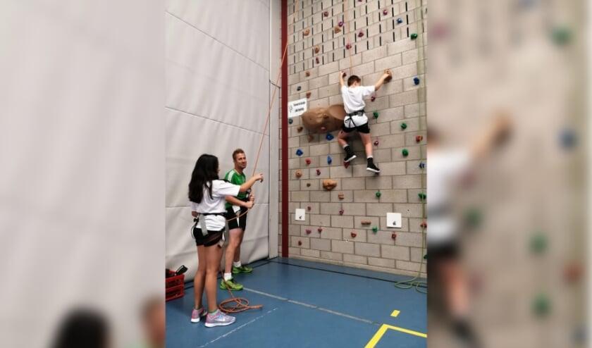 Leerlingen doen mee aan clinics en sportieve uitdagingen op Metameer tijdens de Nationale Sportweek.