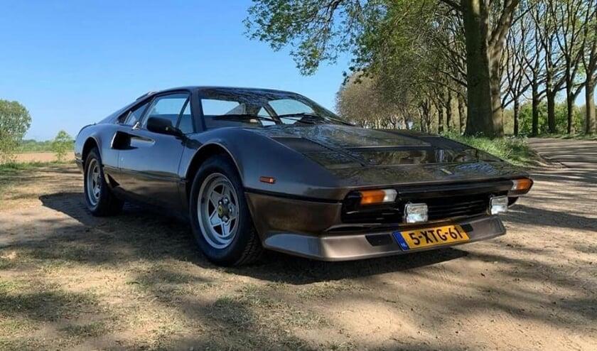 een Ferrari model 208 uit 1985 in originele bruine kleur. (Foto: Jack van Lieshout, Facebook. Via WOLF)