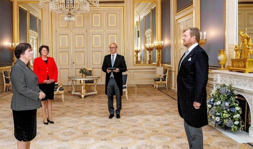 De Koning beëdigt Ina Adema (Foto: Het Koninklijk Huis).