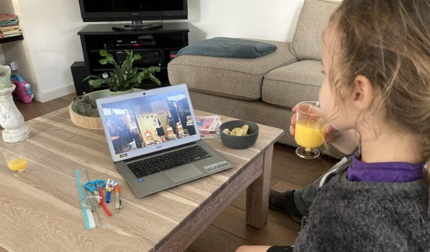 <p>Lena tijdens het afsluitende online feestje van Leesmiljonairs.</p>