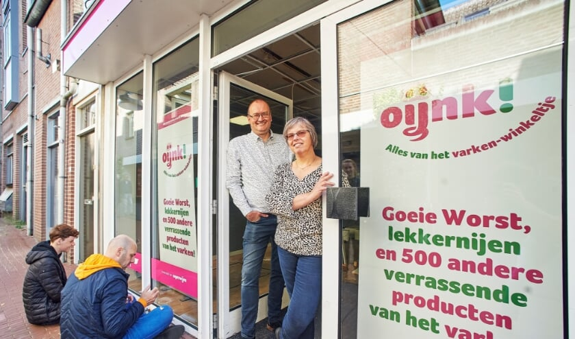 <p>Varkenshouders Marcel en Miriam Berkvens uit Mariahout openen op 1 oktober hun winkel Oijnk! aan de Kalverstraat in Veghel.</p>