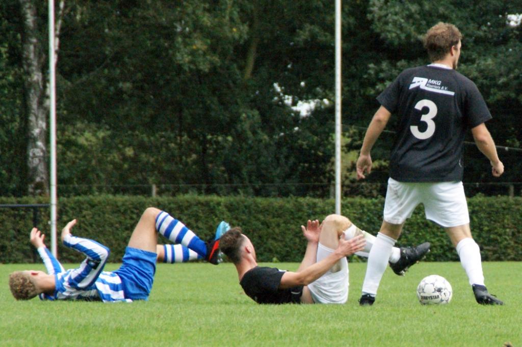De Zwaluw en Elsendorp hielden elkaar in evewicht. Foto: Voetbal-shoot.nl/Jeff Meijs © Kliknieuws Veghel