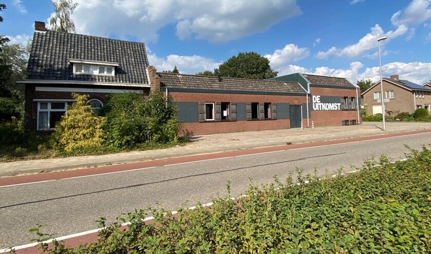 Maakt gemeenschapshuis De Uitkomst en het aangrenzende pand plaats voor vijftien woningen?  (foto Jos Gröniger)