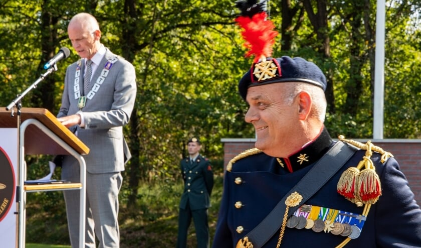 <p><strong>Marcel Fr&auml;nzel mocht de heer Tonnis, namens onze Koning, een Koninklijke onderscheiding uitreiken.</strong> </p>