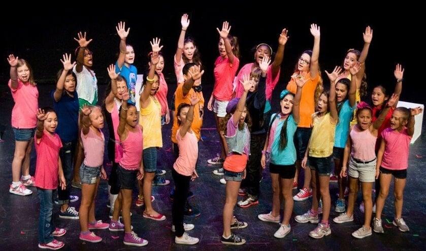 <p>Desdemona Dance komt met de daverende musical &#39;Achtste groepers huilen niet!&#39;</p>