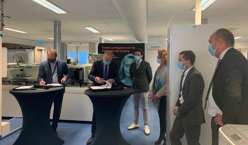V.l.n.r.: Geert van den Enden, Kees Smaling, Syro Ronda, Bianca van Adrichem, Joris van de Rijt, Sjaak van der Pouw.