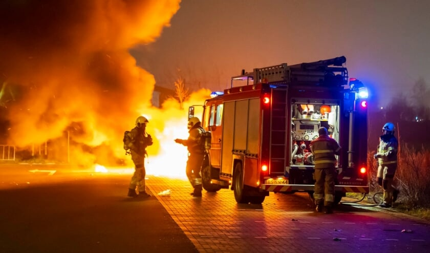 Autobrand in Berghem. (Foto: Gabor Heeres, Foto Mallo)