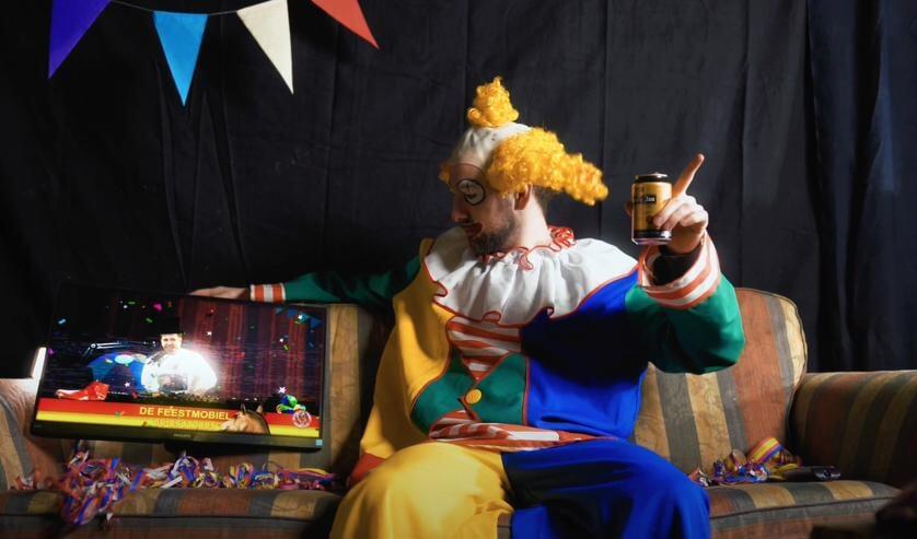 <p>Carnaval vier je dit jaar thuis op de bank.</p>
