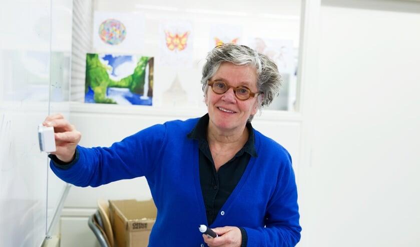 """Fotobijschrift: Hetty van der Westerlaken, docent Stevensbeek """"Ik houd beter zicht op wat leerlingen leren als ik vaker per week online lesgeef."""""""