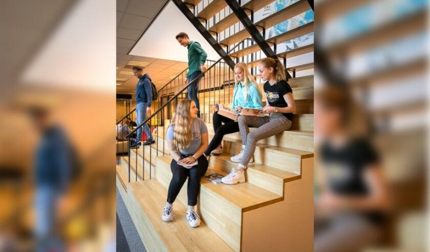 <p>Studenten bij De Rooi Pannen. (Foto: Erik van der Burgt / VRBLD photofilm)</p>