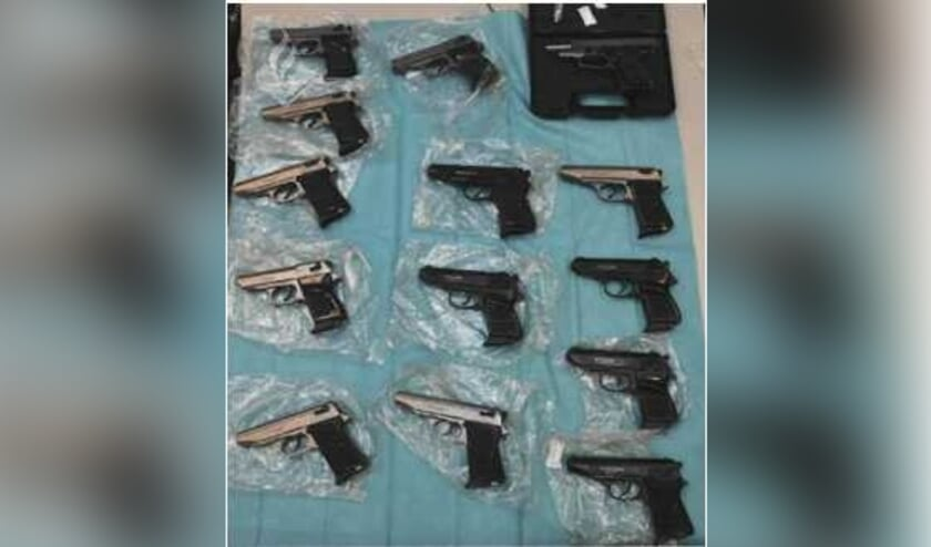 Wapens die werden aangetroffen. (Foto: www.politie.nl)