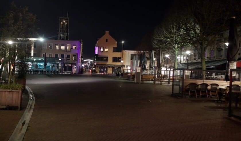 <p>De avondklok in het Osse centrum.</p>