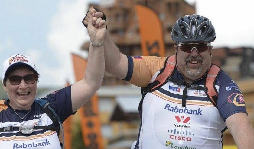 <p>Gertruud en Ren&eacute; Verbruggen respectievelijk lopen en fietsen een eerdere Alphe d&#39;HuZes voor KWF Kankerbestrijding.&nbsp;</p>