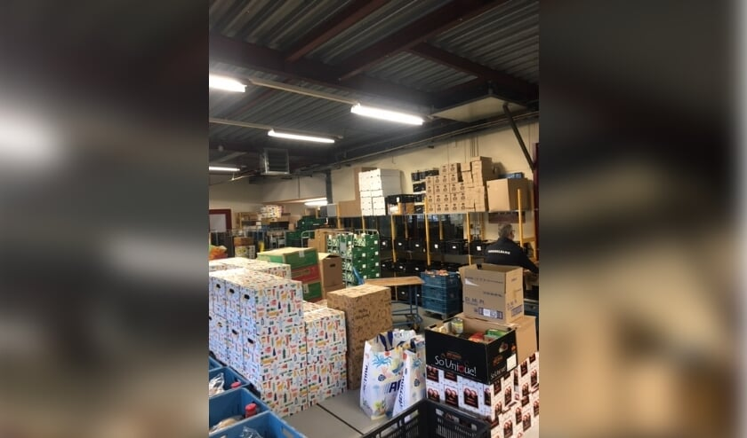 <p>Het magazijn van de voedselbank is weer redelijk gevuld maar er kunnen uiteraard altijd nog producten bij. </p>