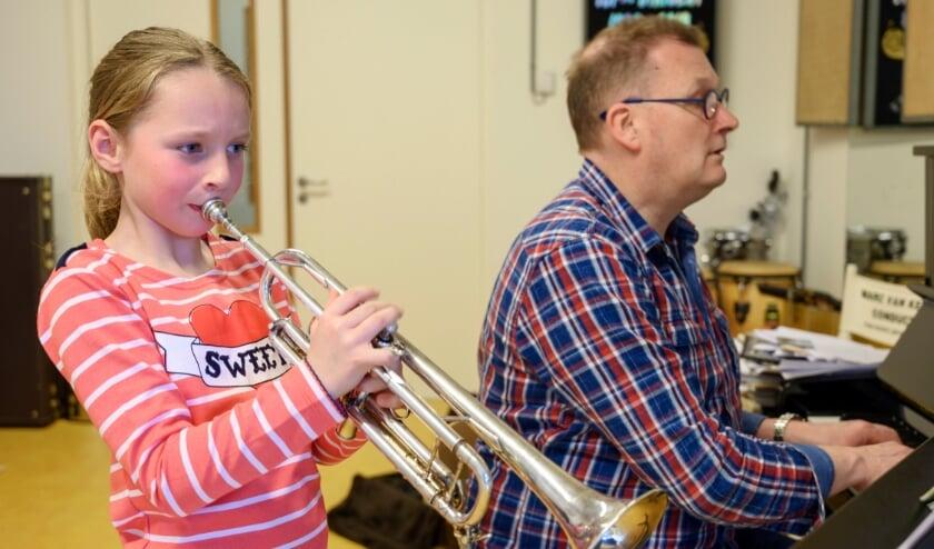 <p>Live muzieklessen zijn door de strenge coronamaatregelen niet mogelijk.</p>