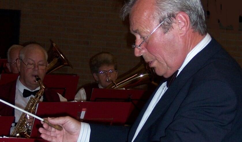 Bert Gerrits van de Ende voor het seniorenorkest in tijden dat men het coronavirus nog helemaal niet kende.