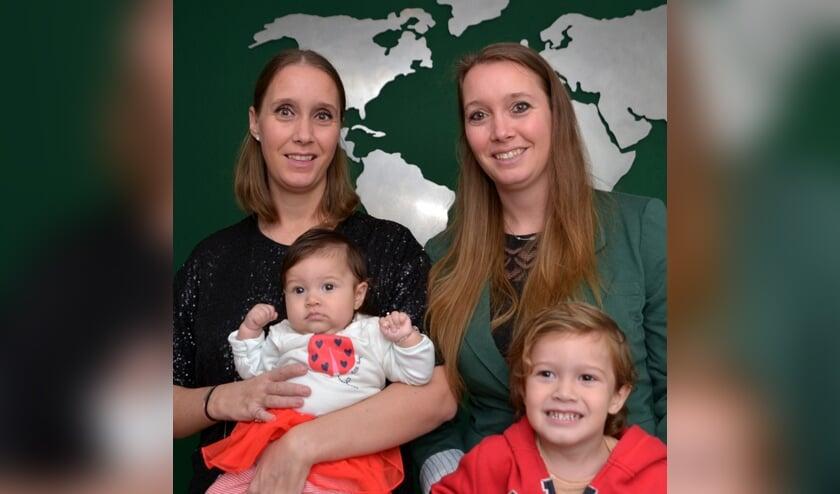 <p>Danique en Daisy met de kinderen Lucia en Matteo.</p>