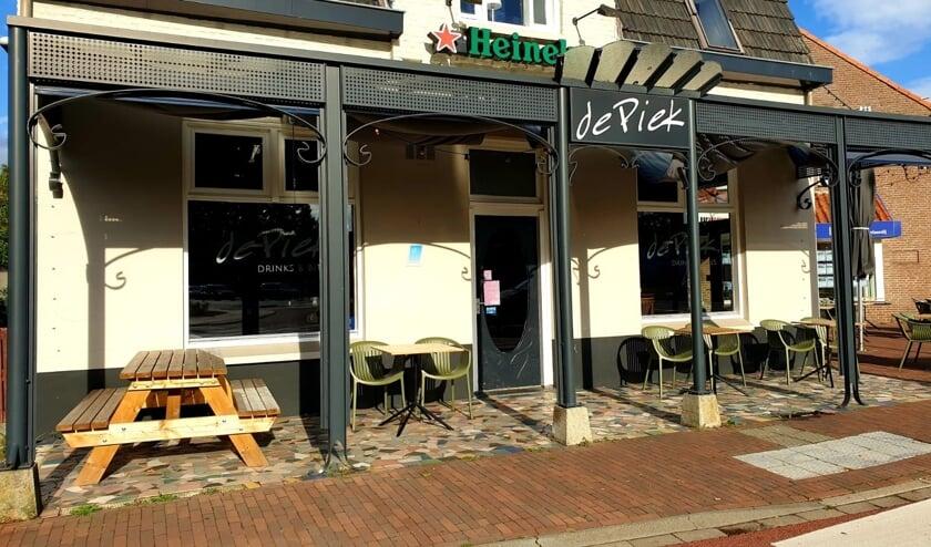 <p>Caf&eacute; de Piek springt direct in het oog als je op de Rochusrotonde in Boxmeer rijdt.</p>