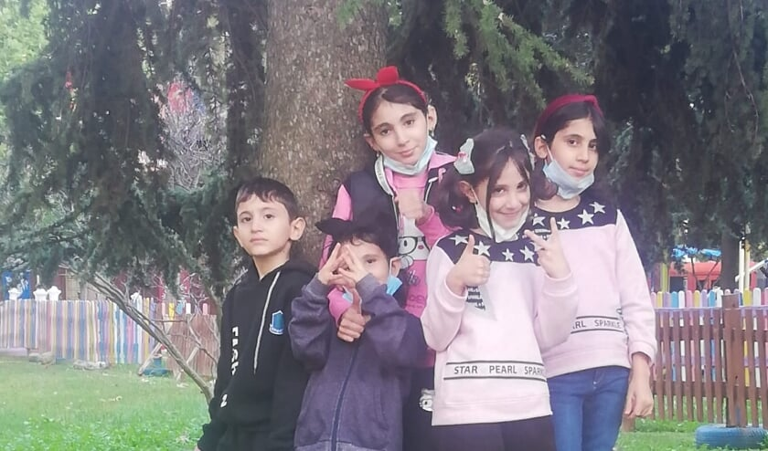 <p>Vijf van de zeven kinderen van Abd Almajed Al Majaresh in Turkije.</p>