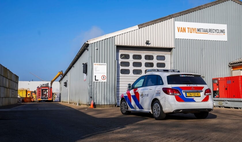 Weer middelbrand bij Van Tuyl Metaalrecycling Oss. (Foto: Gabor Heeres, Foto Mallo)