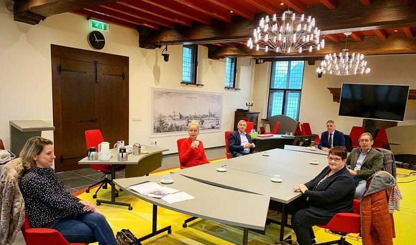 Afgevaardigden van Mooiland, de gemeente en HVG tijdens een vergadering over de prestatieafspraken.