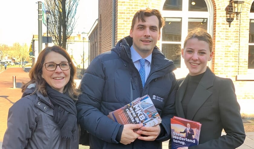 <p>Thierry Baudet was, in gezelschap van twee FvD vertegenwoordigers uit Cuijk, aan het flyeren in Boxmeer.</p>