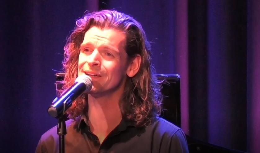 <p>Zanger Maurice de Greef en pianist Arjen van der Mee presenteerden hun versie gisteren.</p>