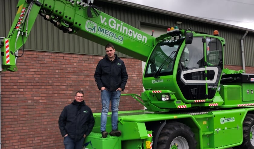 <p>Erik en Jurgen van Grinsven staan te popelen om met hun knalgroene verreiker aan de slag te gaan.</p>