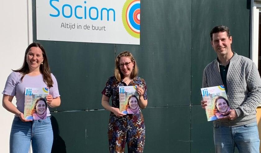 Op de foto: van links naar rechts Samantha Regeer - Sociom, Michelle van Kruijsbergen – Sociom, Maarten Linders – Mondtotmond reclame
