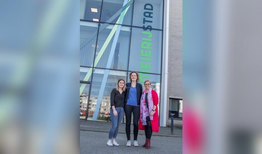 <p>Maren Brakke, Nelleke Zomer en Esther de Bie willen eenzaamheid uit de taboesfeer halen.</p>