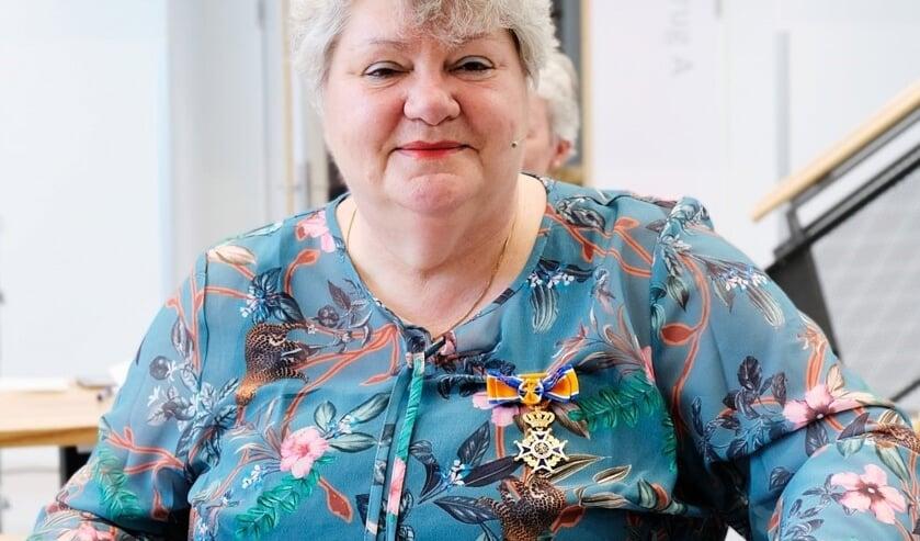 <p>Dr. Imelda de Groot is bij haar afscheid benoemd tot Officier in de Orde van Oranje Nassau.</p>