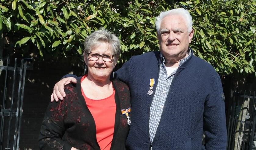 <p>Koninklijk onderscheiden echtpaar: Henk en Hennie Boeijen uit Berghem.</p>