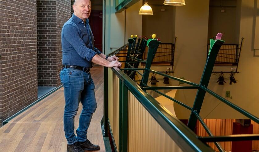 <p>Ton Kregting, een trouwe bezoeker uit Cuijk die voor de coronacrisis elke maand naar een concert of cabaretvoorstelling ging. (foto Jan Meijs)</p>
