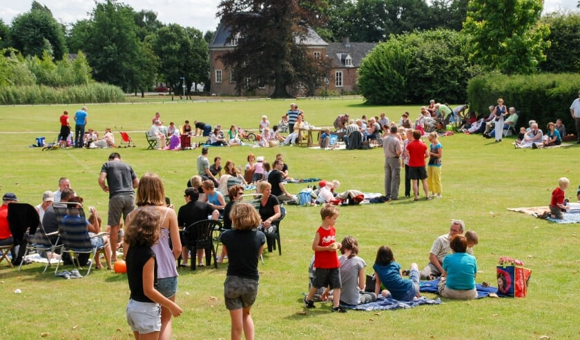 <p>Archieffoto uit 2008 toen Mill de wereldrecordpoging picknicken ondernam in park Aldendriel.</p>