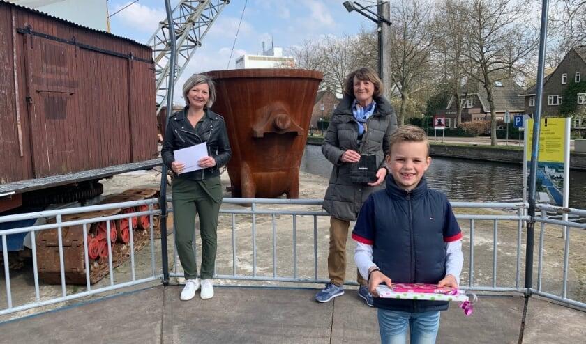 Prijswinnaars (vlnr): Ingrid van Doore, Irene van der Burgt en Seth van der Linden (vooraan).
