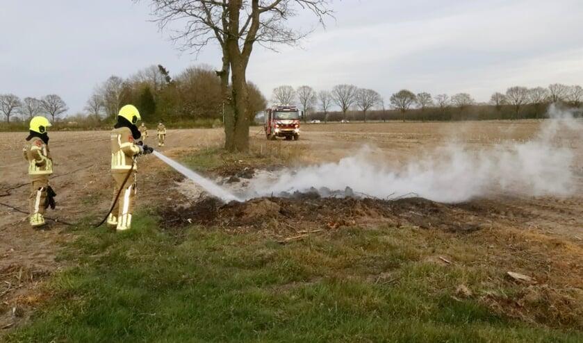 De brandweer doofde de vlammen aan de Bosweg,
