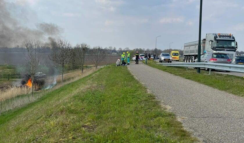<p>De auto links is in brand gevlogen.</p>