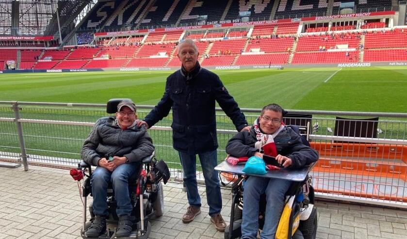 <p>Jan Vogels mocht eindelijk weer samen met zijn zonen naar PSV.</p>