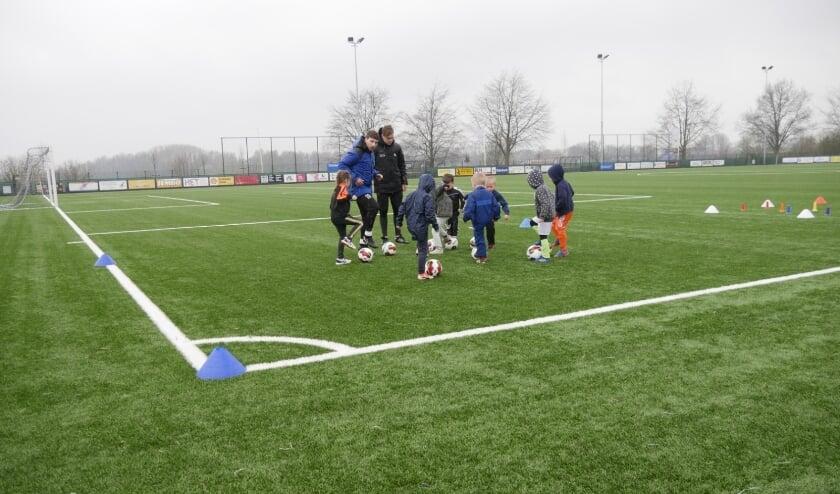Rakkiebal, nieuw spelaanbod voor 5- en 6-jarigen bij FC de Rakt in Uden.