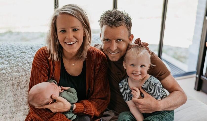 <p>Maikel Korbmacher kan weer genieten van zijn jonge gezin.</p>