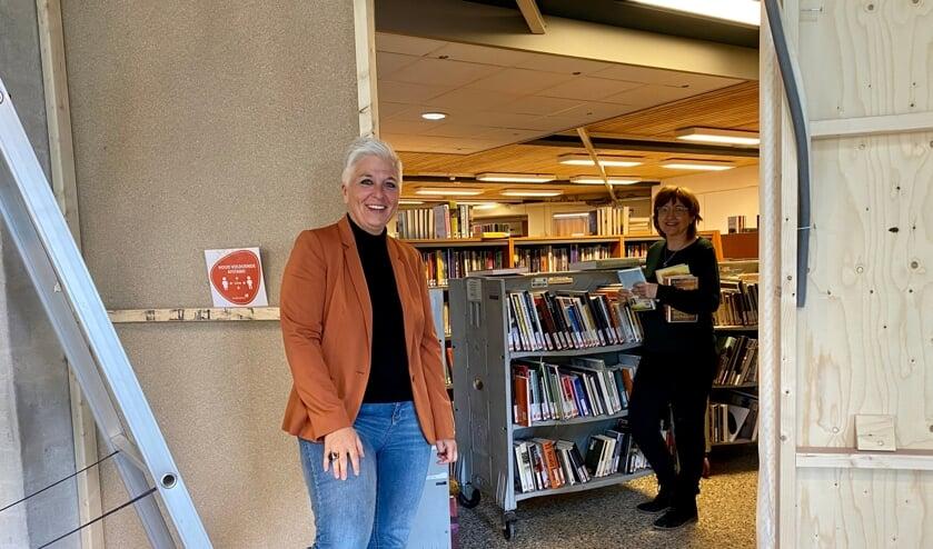 <p>Natasja de Groot en Ellen Coehorst in de Veghelse bibliotheek die momenteel compleet wordt verbouwd.</p>