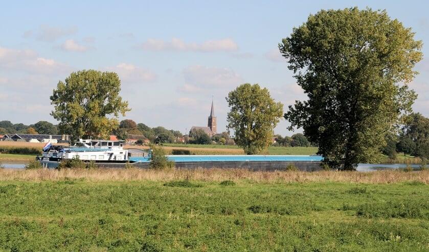 <p>De Maas in de gemeente Oss. (Foto: Jan Maissan)</p>