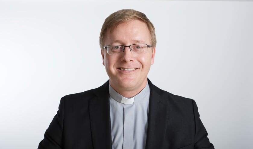 Kapelaan Marc Kessels wordt door het bisdom geroepen voor een studie. in het Vaticaan.