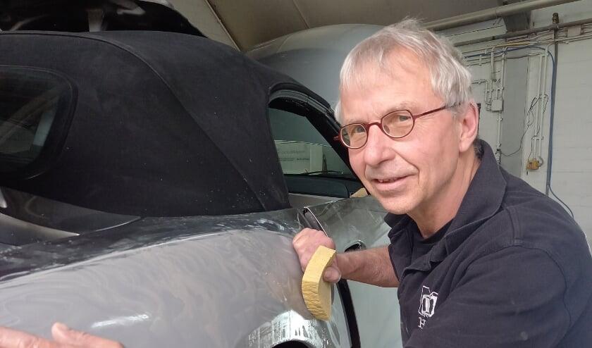<p>Henk aan het werk bij M vd Heijden Autocentrum in Zijtaart.</p>