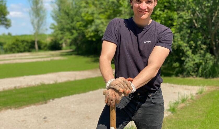 <p>Gennepenaar Toon Schraven start op eigen grond zijn camperplaats Maascamp.&nbsp;</p>