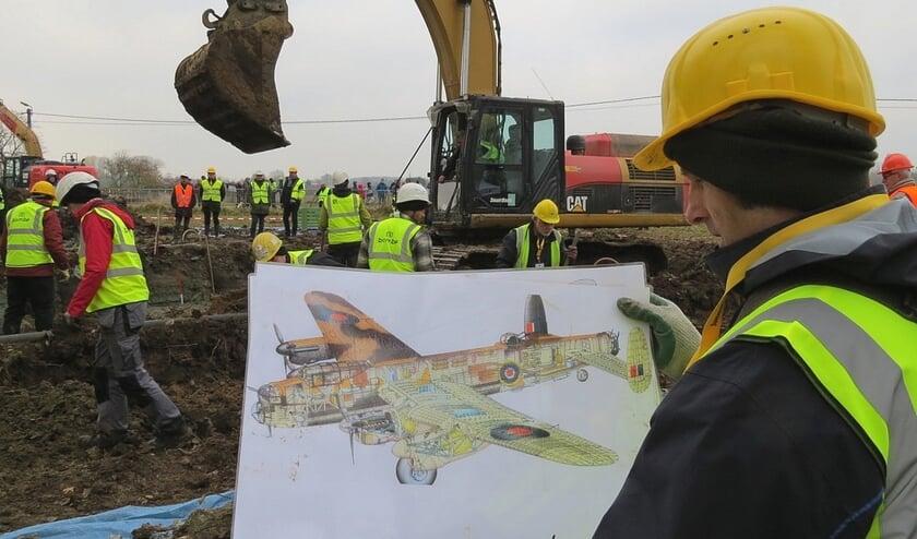 De opgraving van het vliegtuig in 2016.