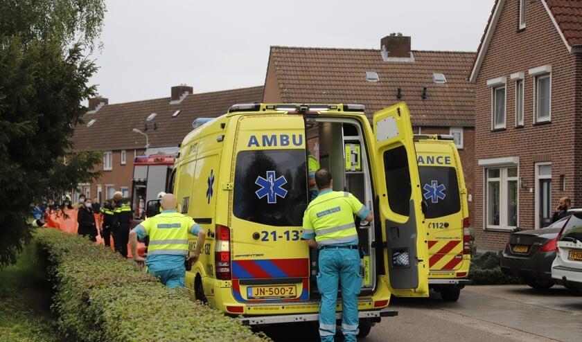 Het slachtoffertje is per ambulance naar het ziekenhuis gebracht. (Foto: SK-Media).