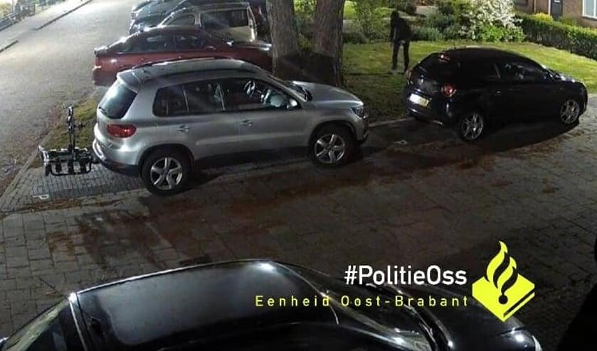 Beeld van een bewakingscamera in Ravenstein. (Foto: Facebook politie Oss)